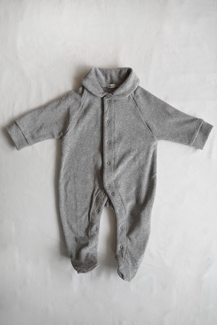 Makie: Pile Coverall – Gray. A One piece footed jumpsuit for baby. Top