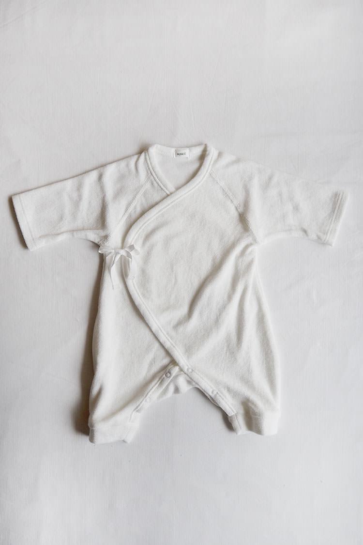 Pile first Hadagi, a white kimono style wrap onesie main