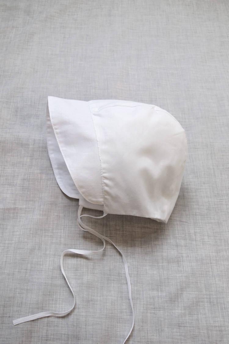 Makie: Swiss Cotton Bonnet - White. Top.