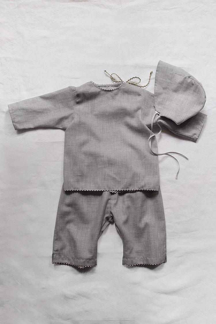 Makie: Luxury baby gift set #7 Swiss Cotton - Gray. Top.