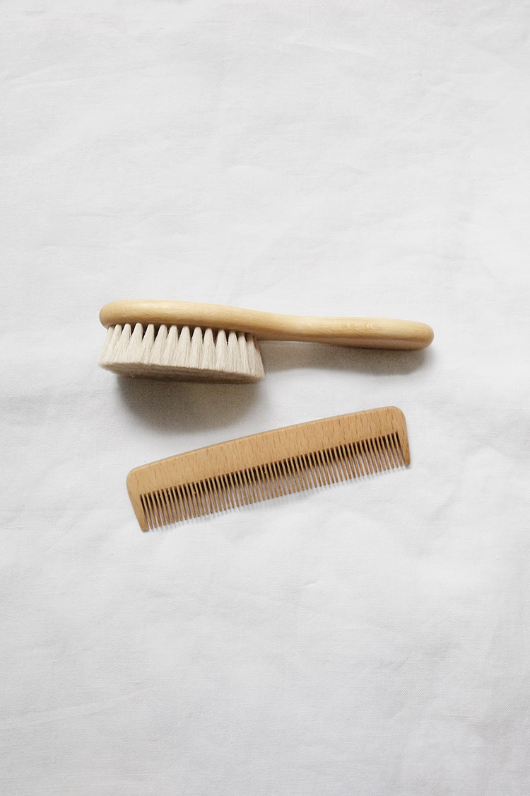 Makie: Baby Hair Brush and Comb Set. Top