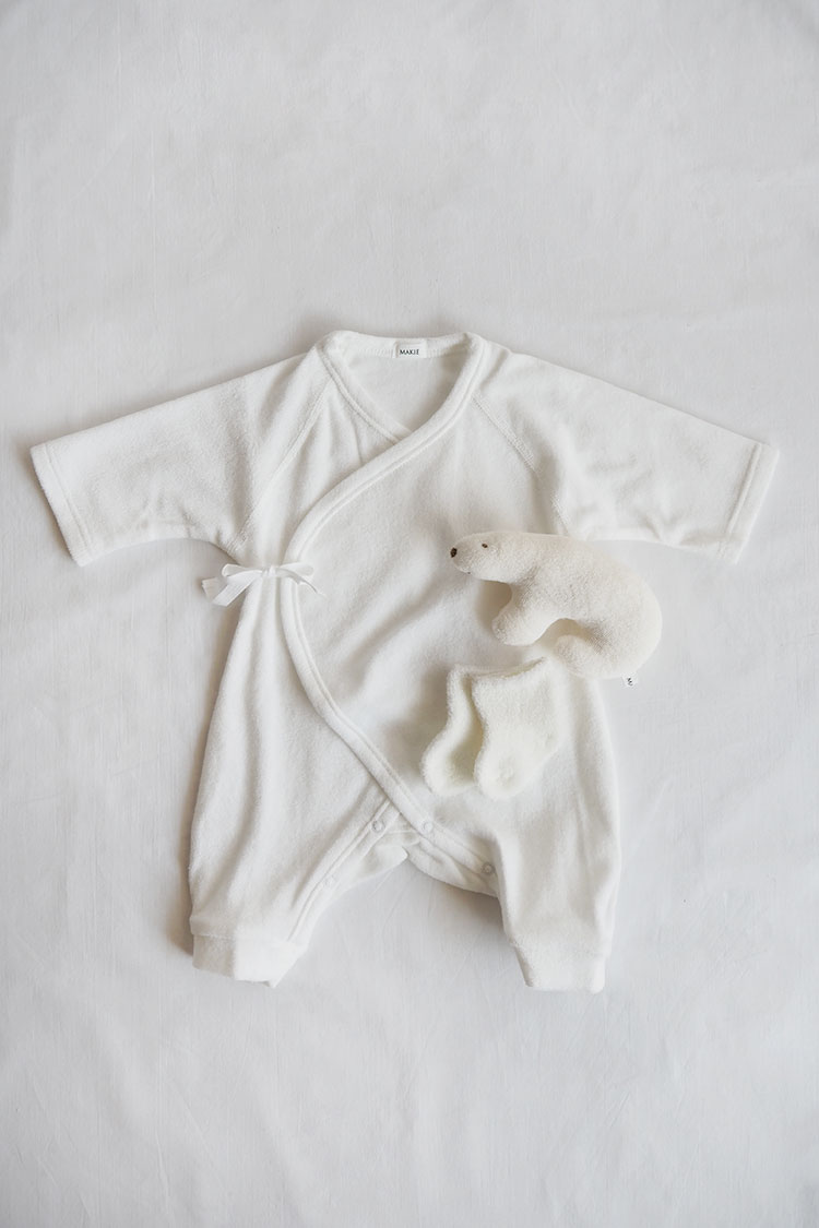 Makie Baby Set #10 – White. The best baby shower gift. Top.
