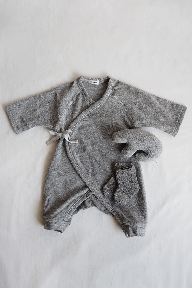 Unisex baby gift box set. Top Gray.