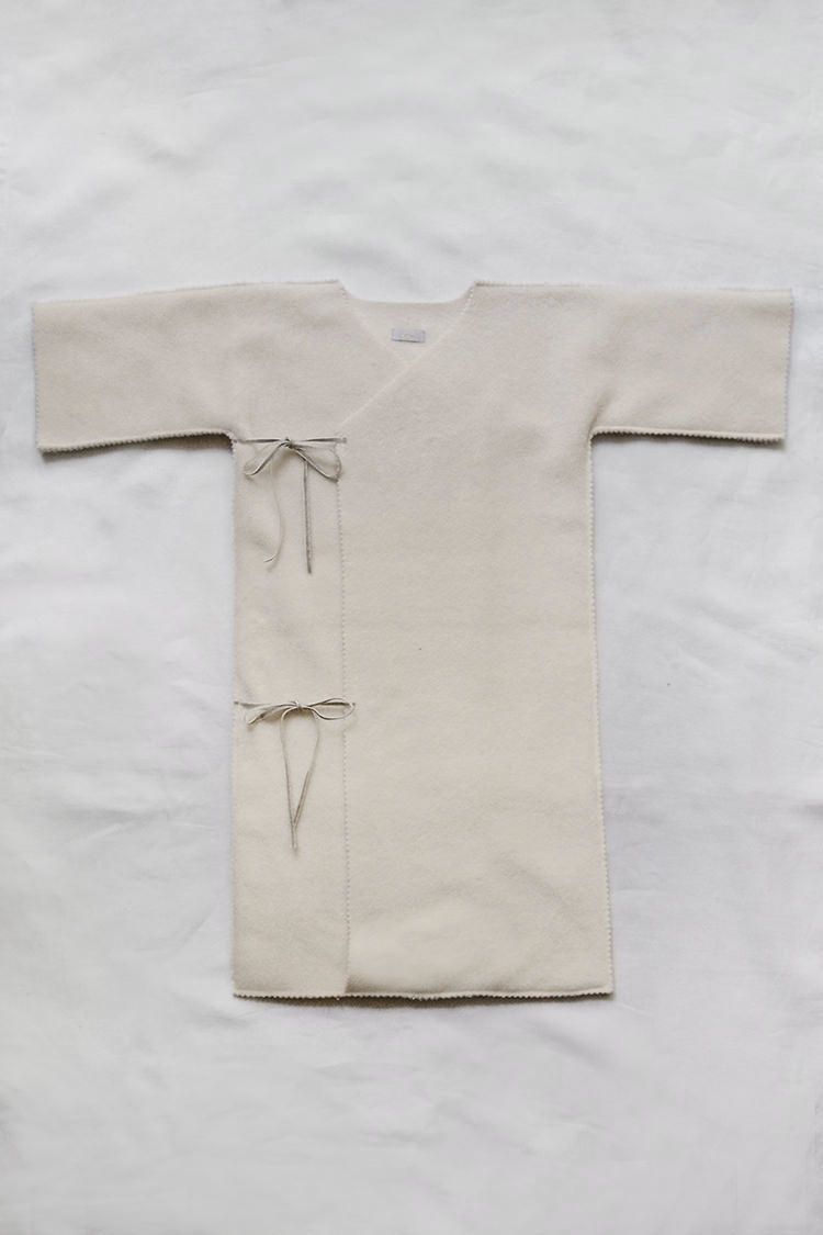 Makie: Fleece Kimono Bunting - Cream. Top