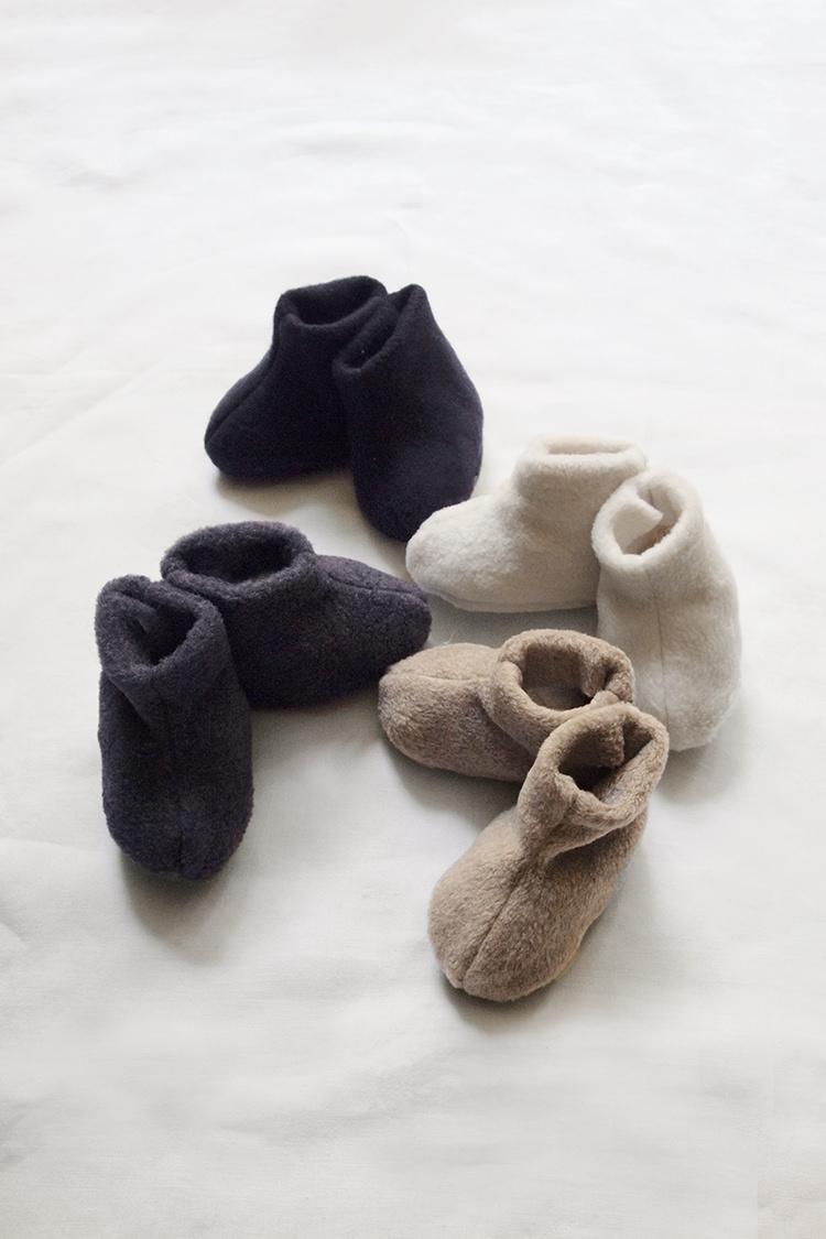 Makie: Unisex Winter Newborn Fleece Booties. Top