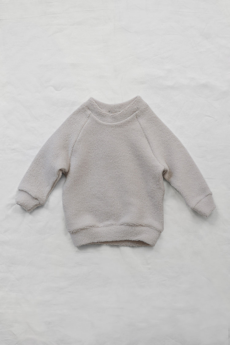 Makie: Pullover Jude - Sand. Fluffy and smooth cotton gray kids sweatshirt. Top.