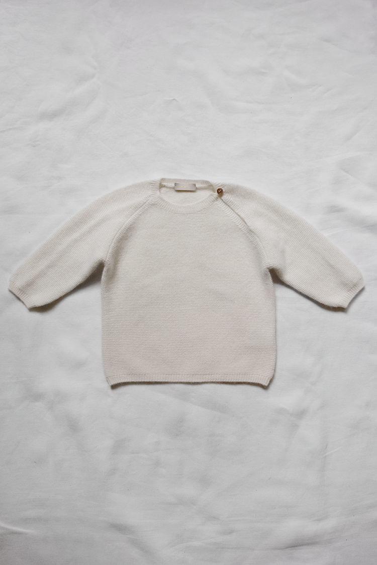 Makie Cashmere Top Gema - Ivory, fine knit unisex cashmere baby sweater. Top