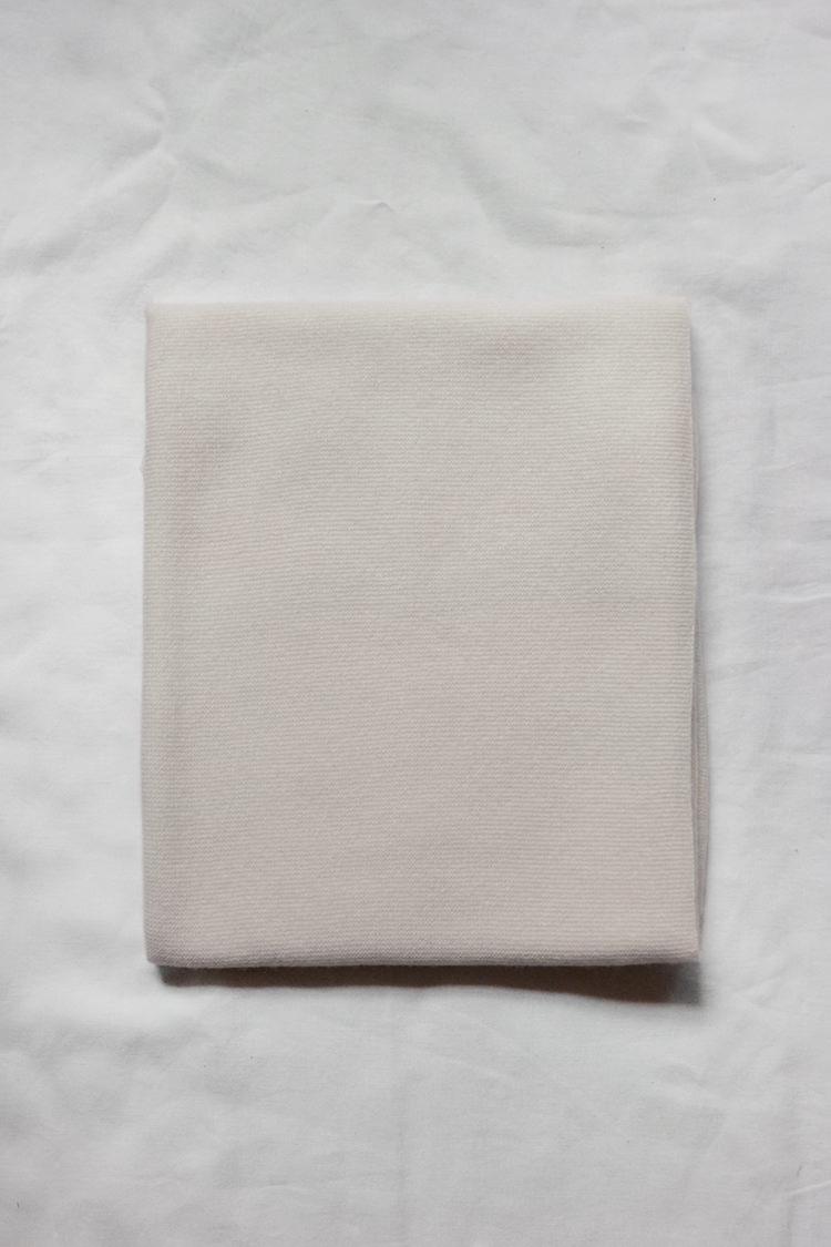 Makie Cashmere Blanket Gema - Ivory, a fine knit cashmere blanket. Top