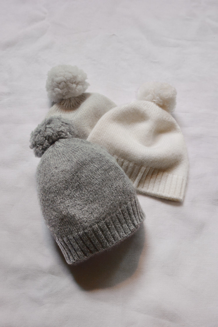 Makie: Cashmere Pompom Hat Gema, a fine knit Cashmere baby hat. Top