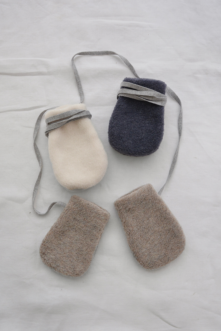 Makie: Unisex Baby Fleece Mittens. Top