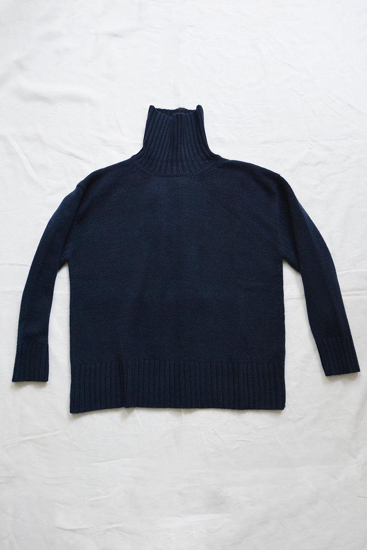 Women's navy turtleneck cashmere sweater