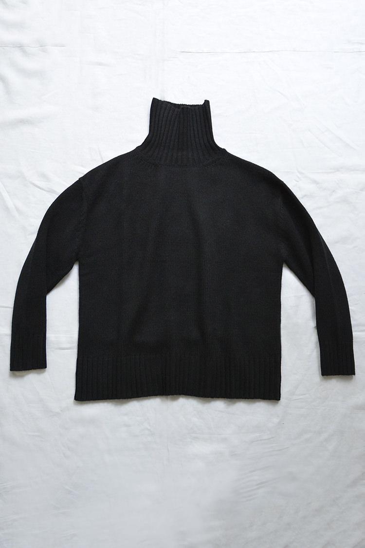 Women's black turtleneck cashmere sweater