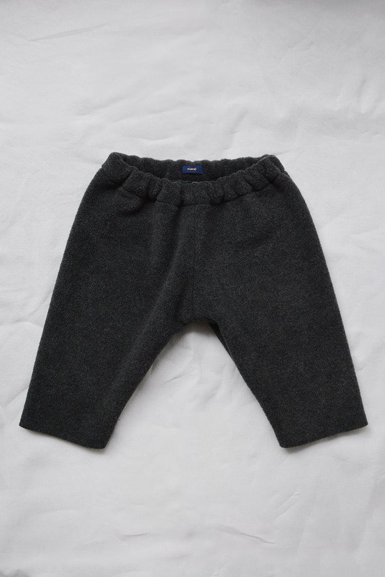 Makie: Fleece Pants – Charcoal. Top