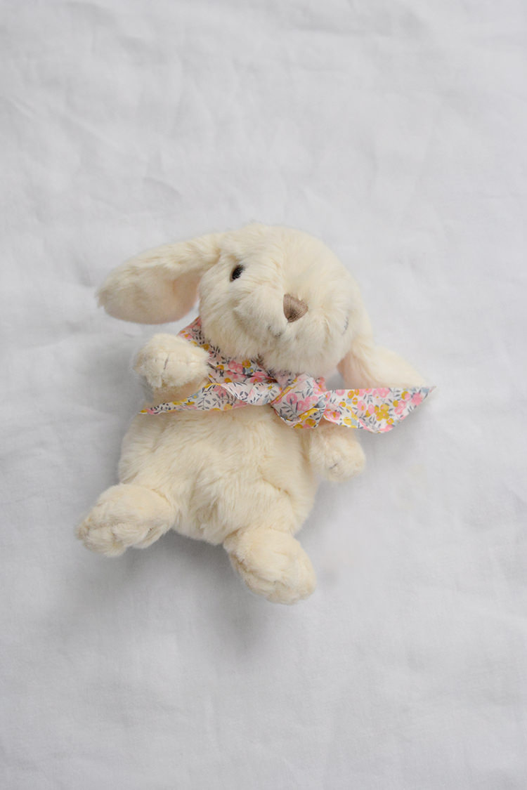 Makie: Easter Bunny – Cream. Adorable Easter Bunny Gift for Kids